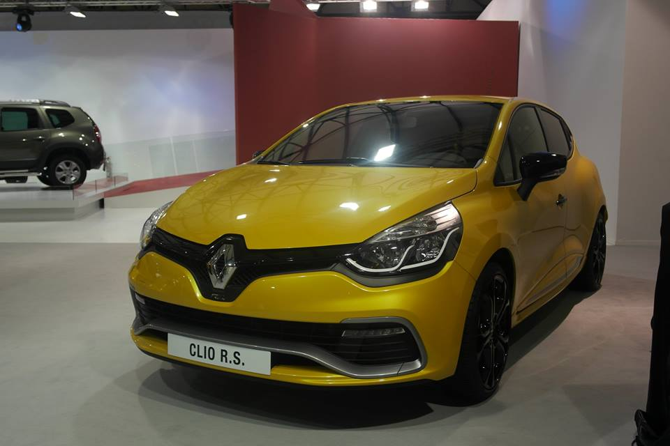 dzautos magazine automobile renault clio rs au prix de 2 580 000 da ttc. Black Bedroom Furniture Sets. Home Design Ideas